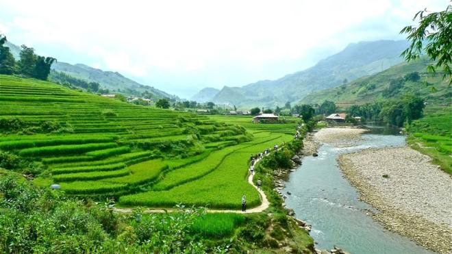 RC4 trekking along padi fields in Vietnam Credits to Shina Chua